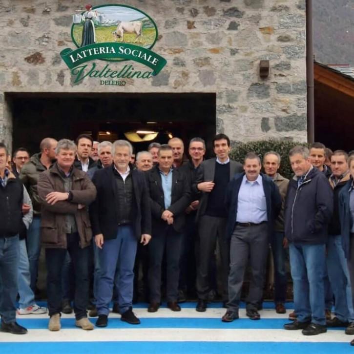 I soci agricoltori della latteria Valtellina di Delebio