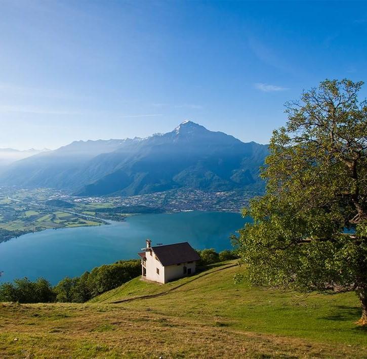 Il territorio montano con vista su Bellagio